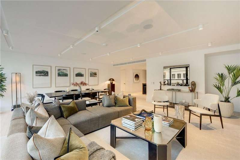 3 Bedrooms Flat for sale in Cork Street, London, W1S