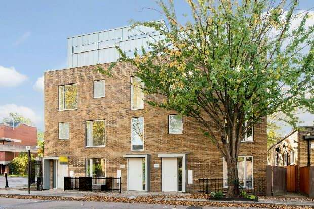 2 Bedrooms Flat for sale in Trinity House, Crayford Road, Tufnell Park, N7