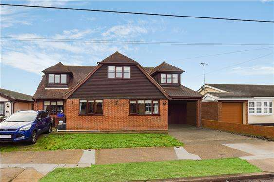 4 Bedrooms Detached House for sale in Grafton Road, Canvey Island