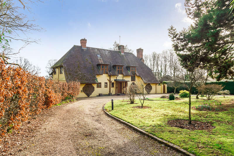 5 Bedrooms Detached House for sale in Picket Hill, New Forest, Ringwood
