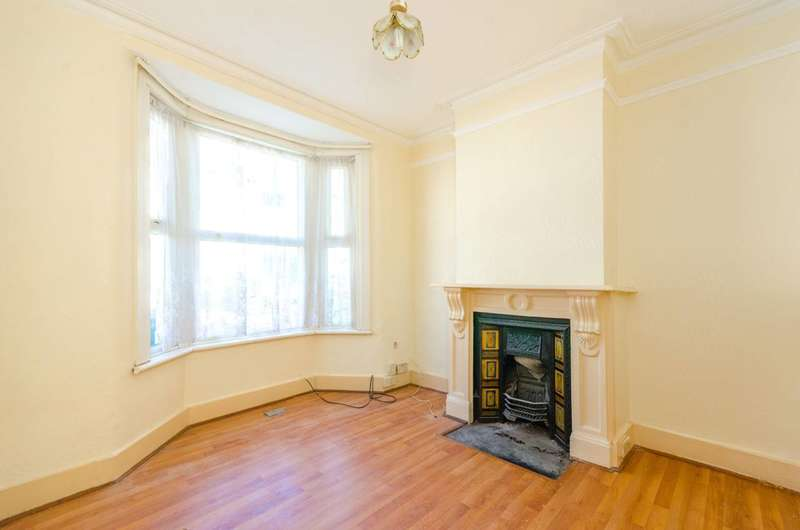 3 Bedrooms Terraced House for rent in Poplars Road, Walthamstow, E17