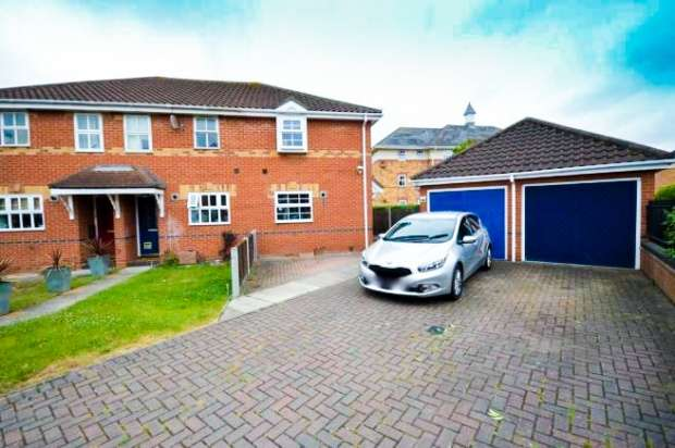 2 Bedrooms Terraced House for sale in Haddon Park, Colchester, Essex, CO1 2GX