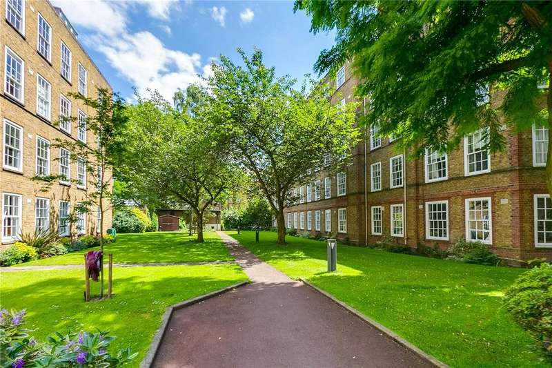 3 Bedrooms Flat for sale in White House, Vicarage Crescent, London