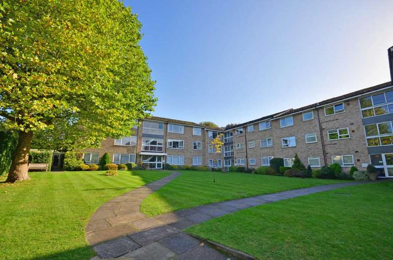 2 Bedrooms Flat for sale in Hempstead Road, Watford, Hertfordshire, WD17