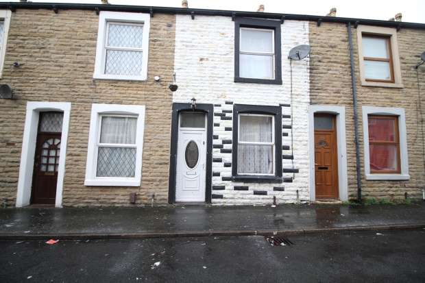 2 Bedrooms Terraced House for sale in Leyland Rd, Burnley, Lancashire, BB11 3DN