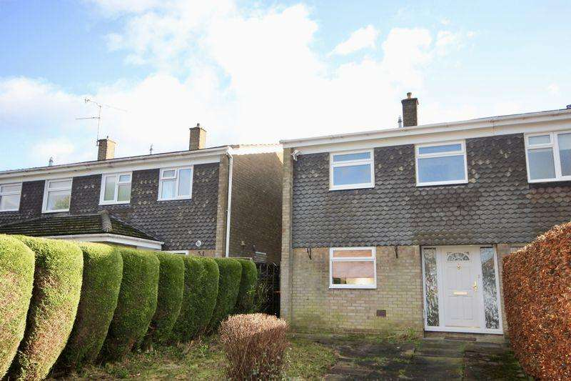 3 Bedrooms Semi Detached House for rent in St Andrews Close, Slip End