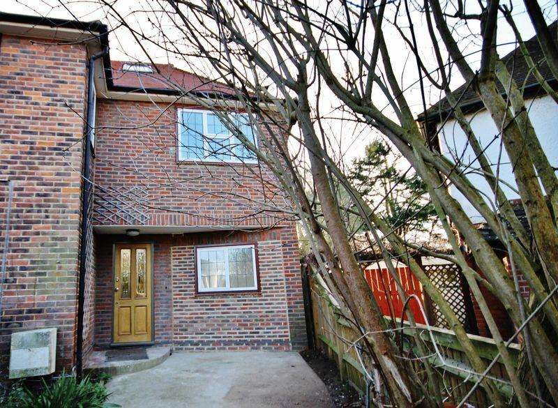 3 Bedrooms Semi Detached House for rent in SOUTH CHEAM