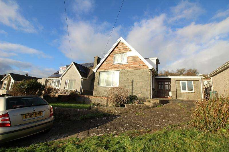 3 Bedrooms Detached Bungalow for sale in Bay View Drive, Hakin, Milford Haven, Pembrokeshire. SA73 3RJ