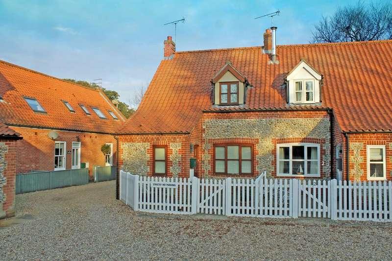 2 Bedrooms Unique Property for sale in Garden Cottages, High Street, Blakeney, Norfolk NR25