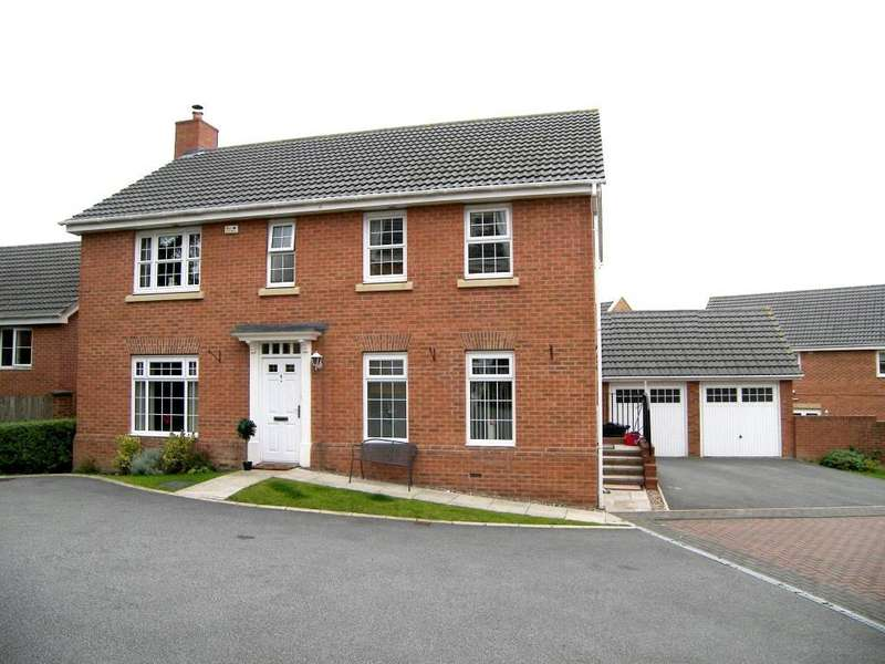 4 Bedrooms Detached House for sale in Swallow Close, Armley, Leeds