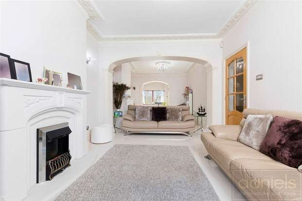 4 Bedrooms Semi Detached House for sale in Acton Lane, Harlesden, London