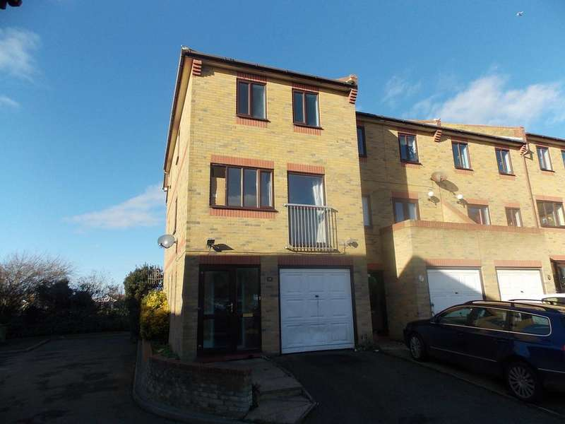 4 Bedrooms Town House for sale in Clayfields, Peacehaven, East Sussex