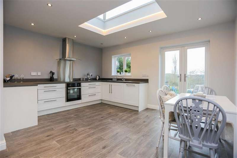 2 Bedrooms Semi Detached House for sale in Compstall Road, Marple Bridge, Cheshire