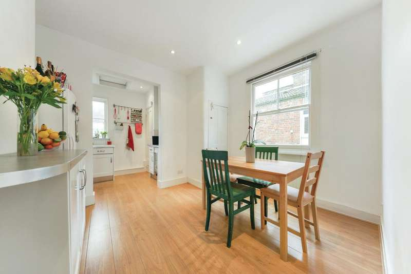 2 Bedrooms Flat for sale in Astonville Street, SW18