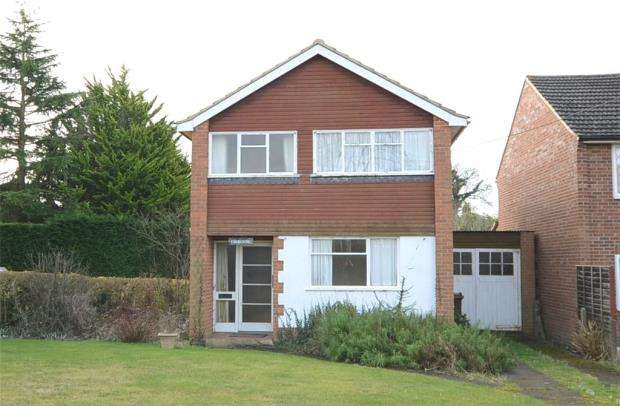 3 Bedrooms Detached House for sale in School Road, Barkham, Wokingham
