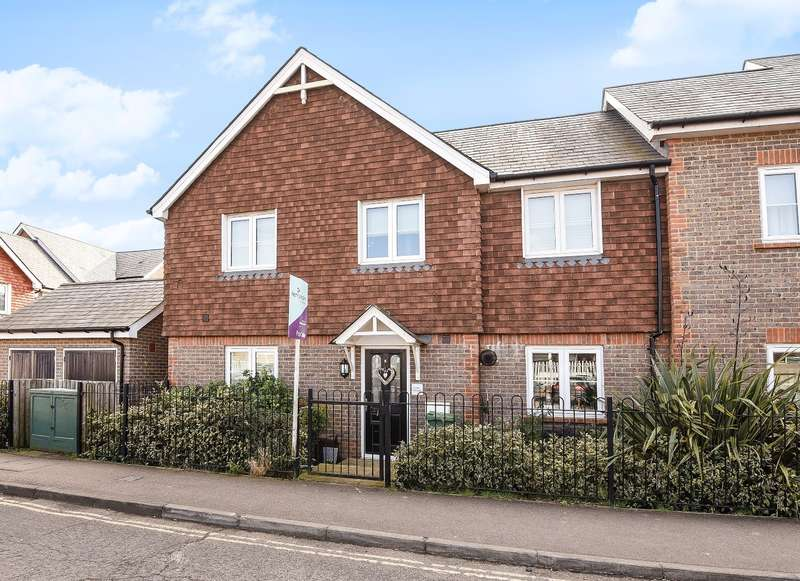 3 Bedrooms End Of Terrace House for sale in Daux Road, Billingshurst, RH14