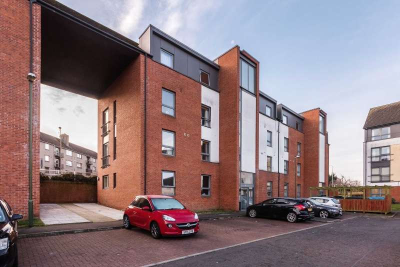 2 Bedrooms Flat for sale in Ferry Gait Place, Edinburgh, EH4 4GN