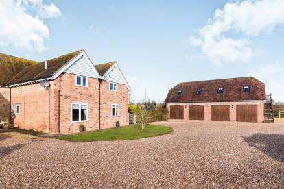 4 Bedrooms Barn Conversion Character Property for sale in Manor Farm Barns, Stratford Road, Honeybourne, Worcestershire