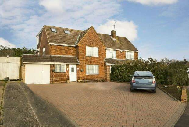 4 Bedrooms Semi Detached House for sale in Silverdale Road, Earley, Reading