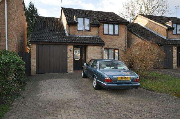 4 Bedrooms Detached House for sale in Willowside, Woodley, Reading,