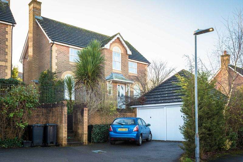 4 Bedrooms Detached House for sale in New Barn Lane, Uckfield