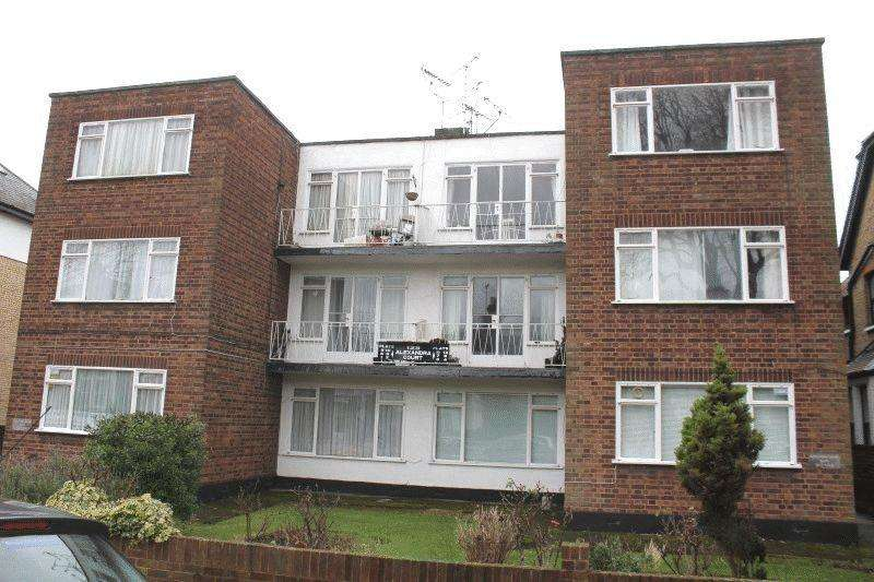 2 Bedrooms Flat for sale in Alexandra Road, Southend-On-Sea