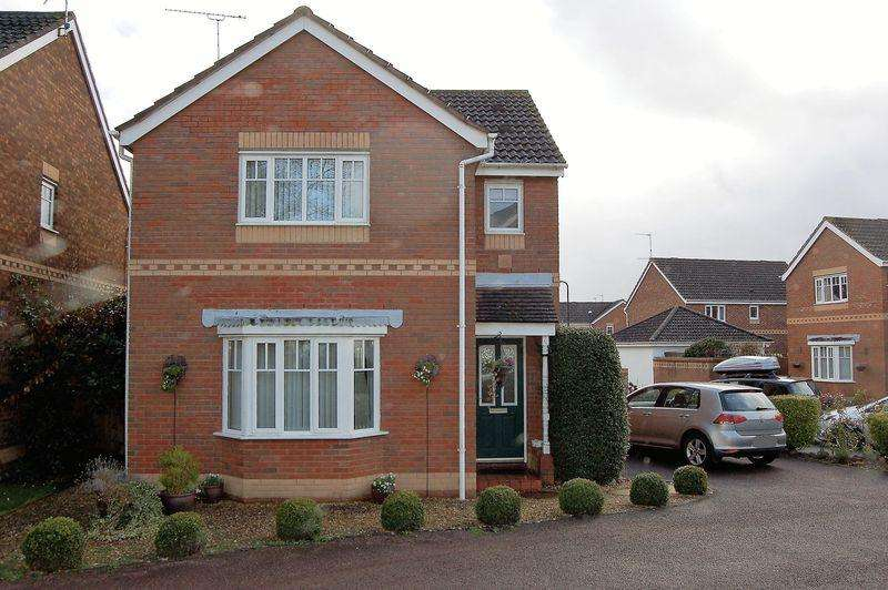 3 Bedrooms House for sale in Rockfield, Monmouth. No Chain