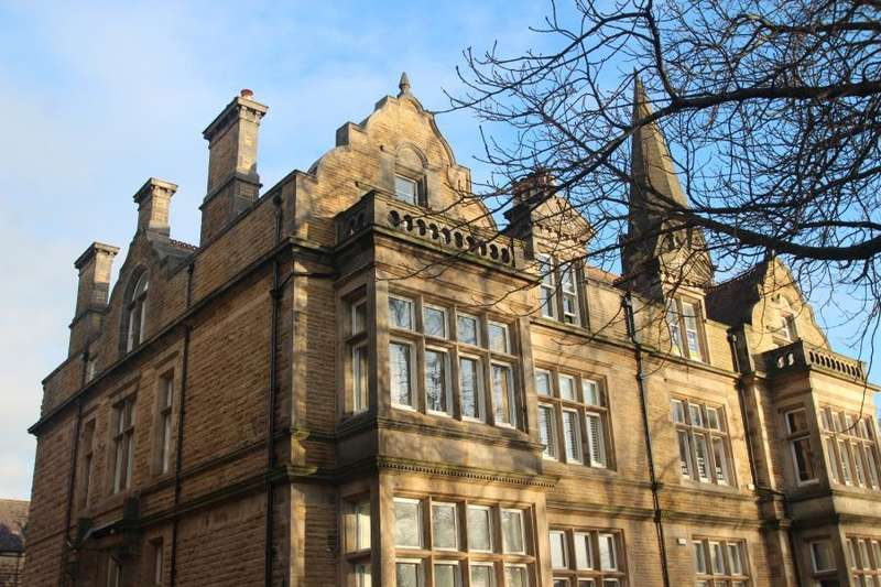 3 Bedrooms Apartment Flat for rent in VICTORIA AVENUE, HARROGATE, HG1 5RD