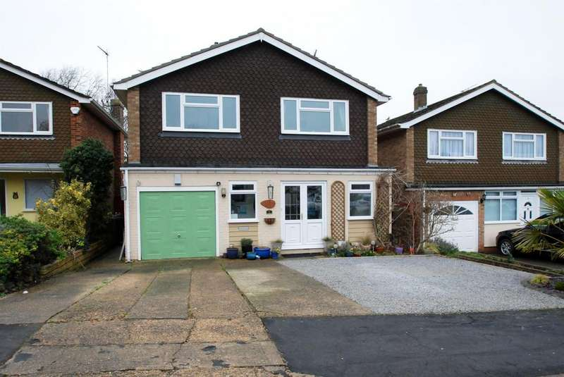 4 Bedrooms Detached House for sale in Longmead, Buntingford, SG9 9EF
