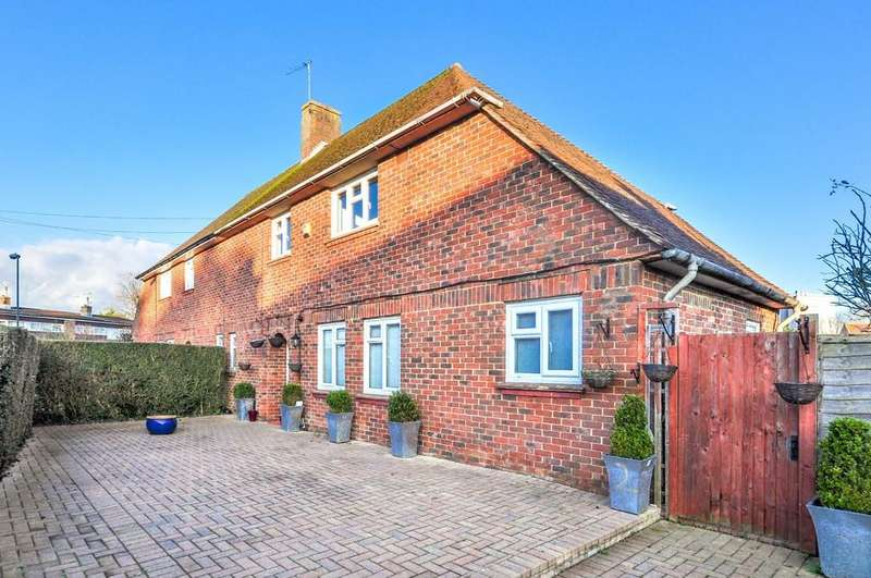 3 Bedrooms Semi Detached House for rent in West Green, Crawley