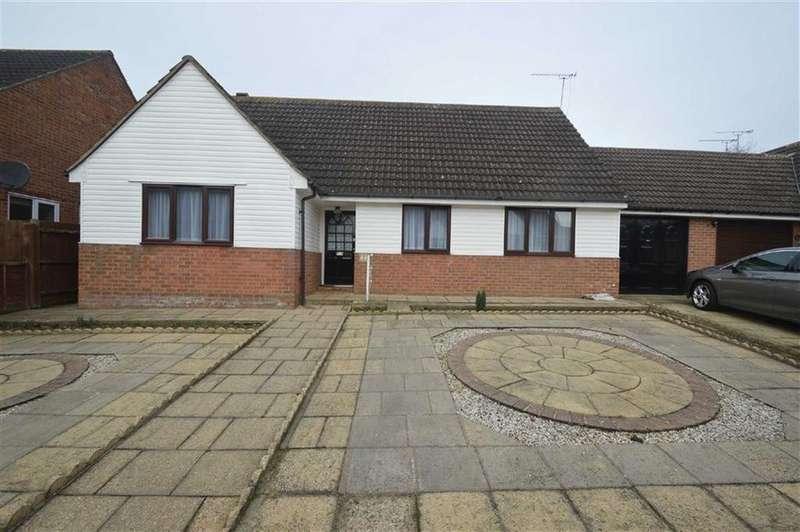 3 Bedrooms Detached Bungalow for rent in Wedgewood Way, Rochford, Essex