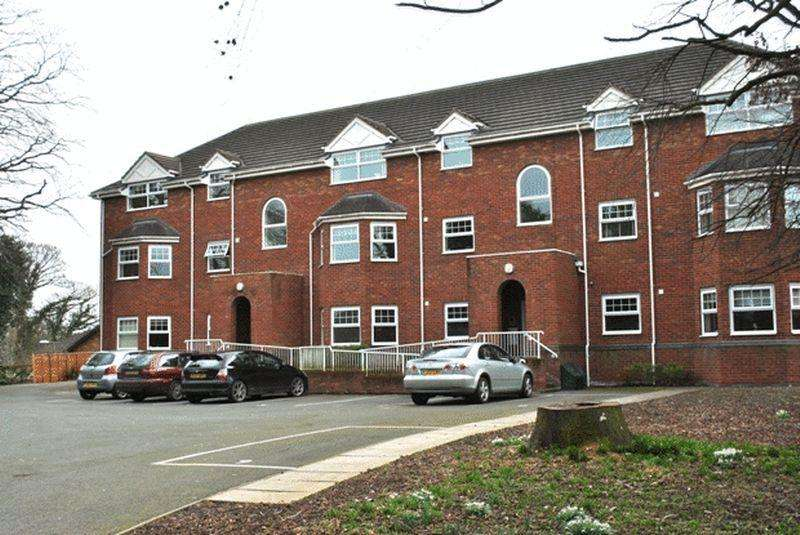 2 Bedrooms Apartment Flat for sale in Kingsmills Road, Wrexham
