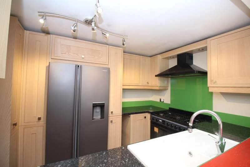 3 Bedrooms Semi Detached House for rent in Olyffe Avenue Welling DA16
