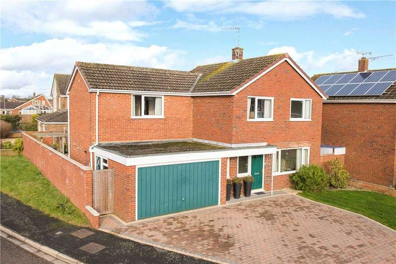 4 Bedrooms Detached House for sale in Purbeck Close, Aylesbury, Buckinghamshire