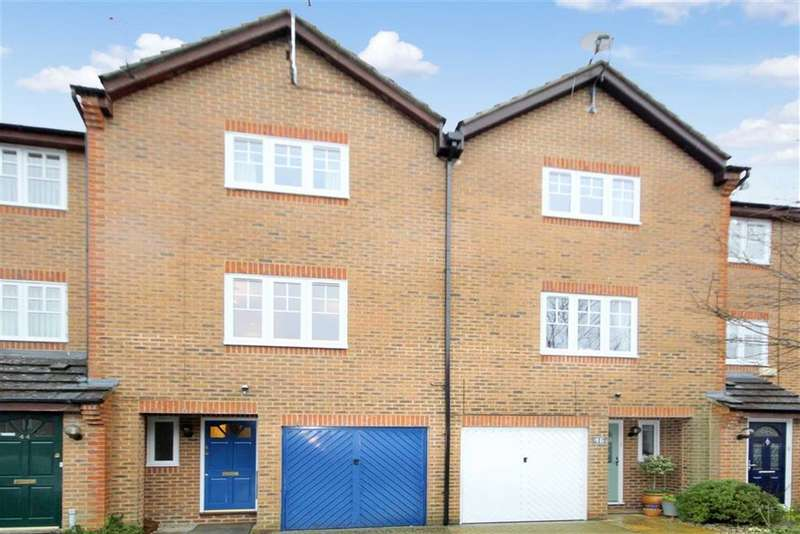3 Bedrooms Town House for rent in Dunsford Close, Swindon, Wiltshire