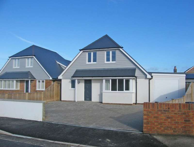 3 Bedrooms Detached Bungalow for sale in Farm Road, Bracklesham Bay, PO20