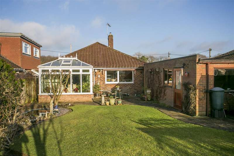 3 Bedrooms Bungalow for sale in Teston Road, Offham, West Malling