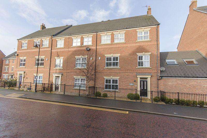 5 Bedrooms Terraced House for sale in Featherstone Grove, Great Park, Gosforth, Newcastle upon Tyne