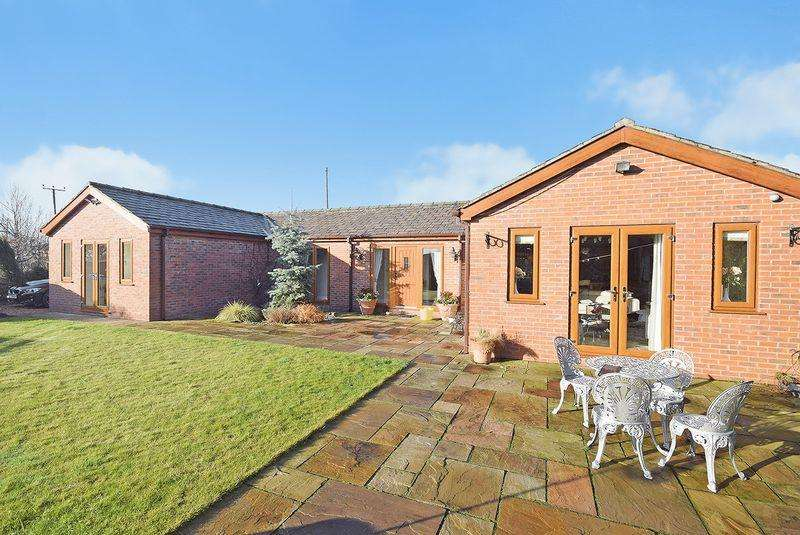 3 Bedrooms Bungalow for sale in The Stables, Prescot