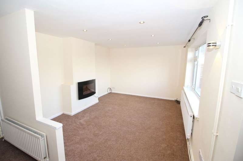 3 Bedrooms Semi Detached House for rent in Houldsworth Drive, Chesterfield, S41