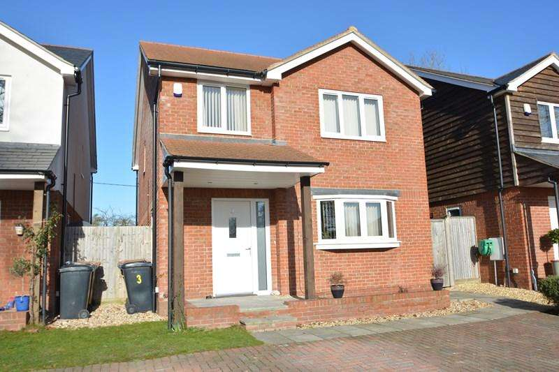 4 Bedrooms Detached House for sale in Walworth Road, Andover