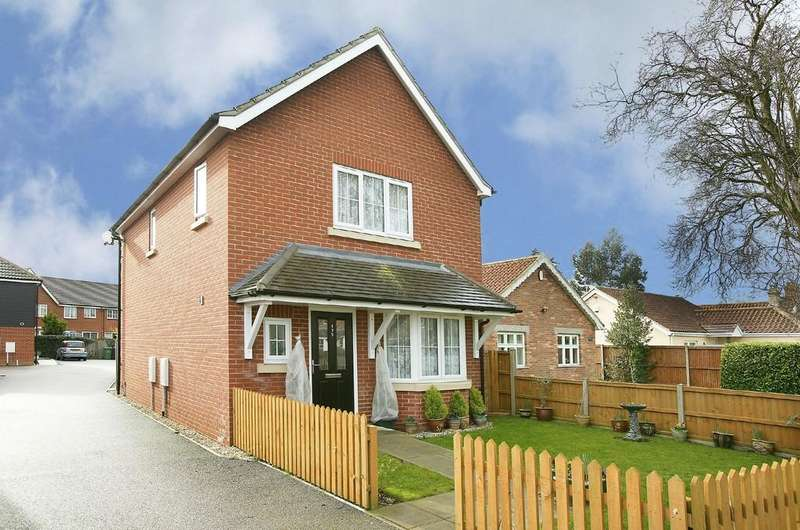 3 Bedrooms Detached House for sale in Besthorpe Road, Attleborough