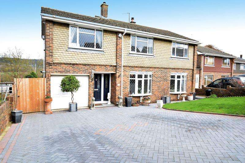 4 Bedrooms Detached House for rent in Raymer Road , Penenden Heath