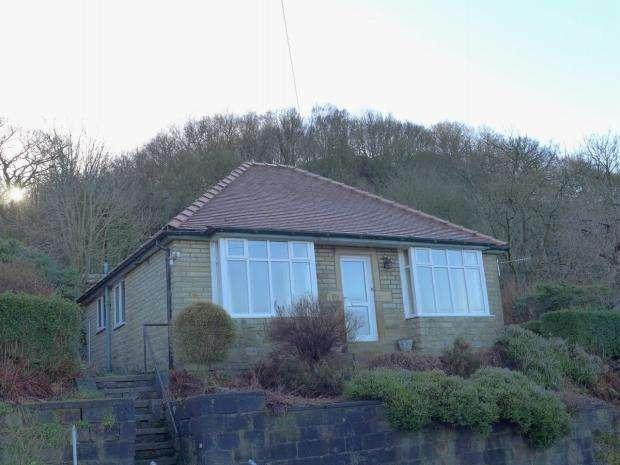 2 Bedrooms Detached Bungalow for sale in Kilnhurst Road Todmorden