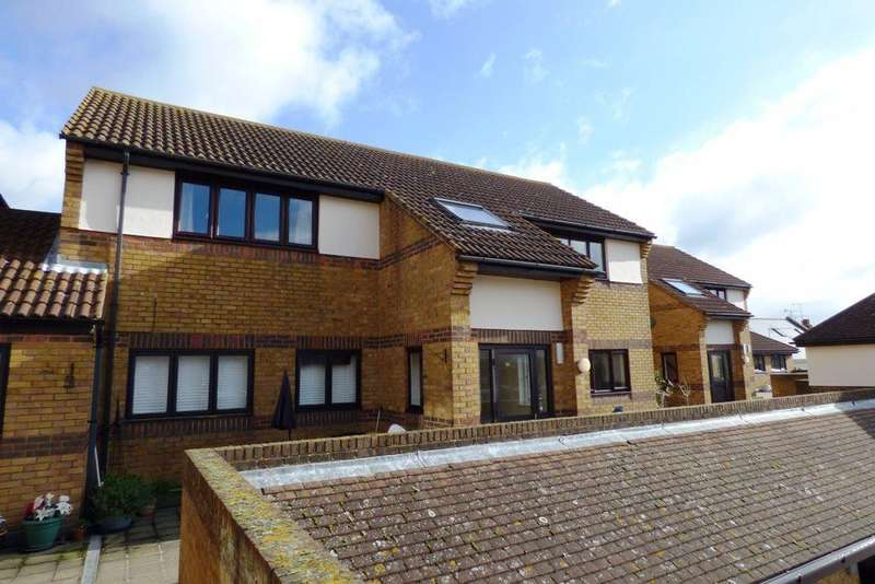 2 Bedrooms Flat for rent in Hedingham Place, Rectory Road, Ashingdon