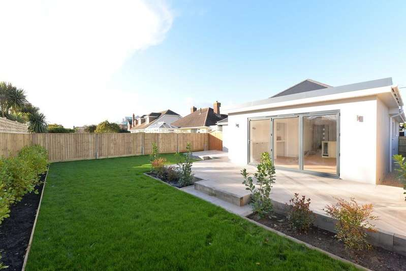 3 Bedrooms Detached Bungalow for sale in Southern Lane, Barton On Sea, New Milton