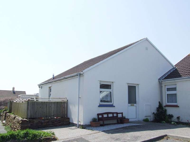 2 Bedrooms Bungalow for sale in Tregundy Road, PERRANPORTH