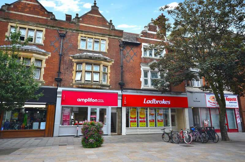 2 Bedrooms Flat for sale in The Parade, Watford, Hertfordshire, WD17