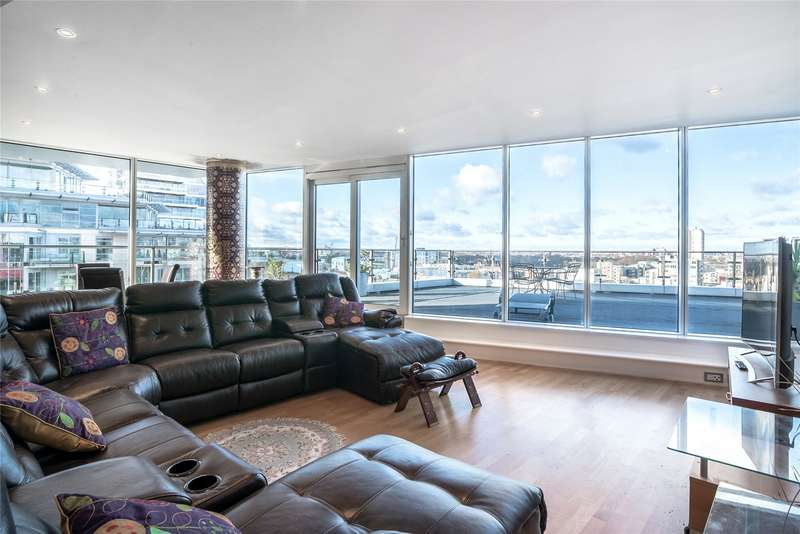 2 Bedrooms Flat for sale in Commodore House, Juniper Drive, Wandsworth, London, SW18