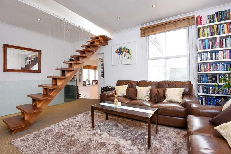 2 Bedrooms Flat for sale in Bolingbroke Grove, Battersea